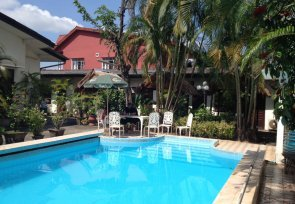Swimming pool in Vientiane centre-town - Villa Sisavad guesthouse